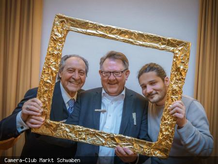 Bürgermeister Georg Hohmann (Mitte) mit Andrea Storoni (rechts, Bürgermeister von Ostra) und Ercole Bartoli (links, Ostra Städtepartnerschaftskomitee)).