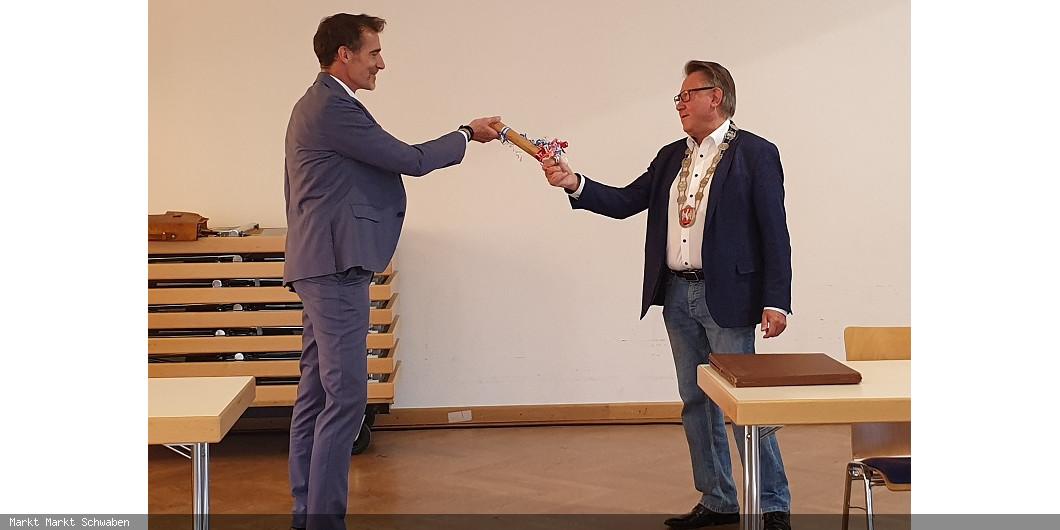 Amtsübergabe mit Staffelstab Georg Hohmann an Michael Stolze