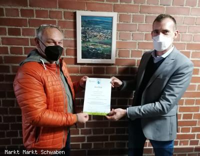 Übergabe Zertifikat für das Projekt Sanierung der Aussenbeleuchtung des Schwabener Sportparks