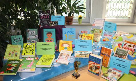 Büchertisch zum Sommerferien-Leseclub 2021 der Bücherei Markt Schwaben