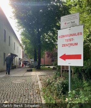 Das kommunale Testzentrum befindet sich am Rathaus, Osteingang